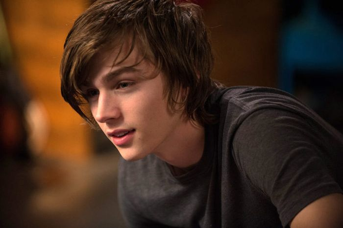 Miles Heizer – Biography 2020 1