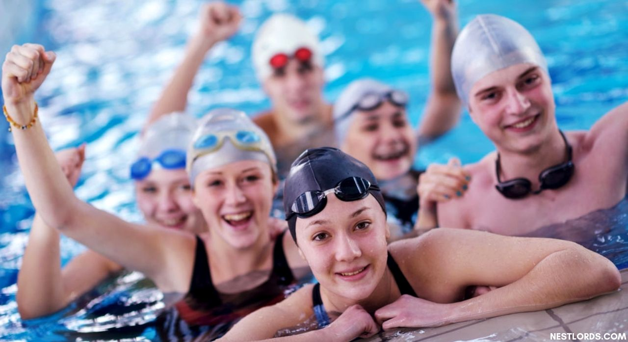 6 Best Swim Cap To Keep Your Hair Dry While Swimming 1